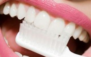 Чистка зубов аппаратом вектор