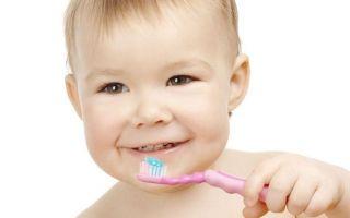 Когда и как начинать чистить зубы ребенку