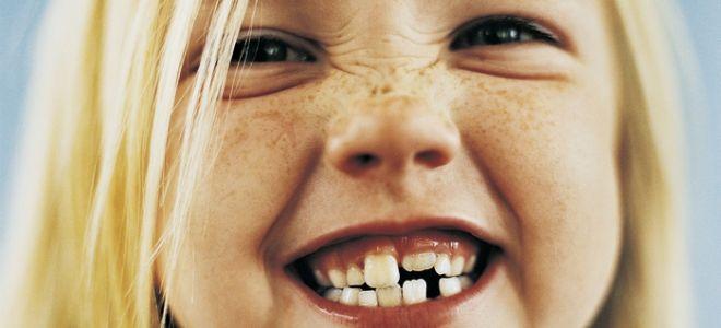 Когда начинают расти зубы у ребенка