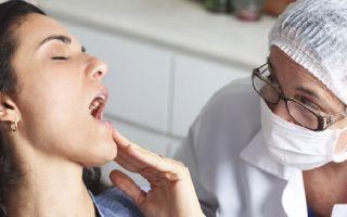 Почему щипит язык по бокам