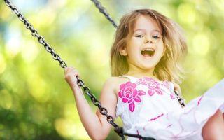 У ребенка откололся передний молочный зуб