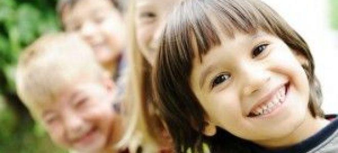 Череп ребенка с молочными и коренными зубами