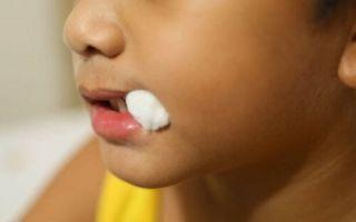 Как расшатать молочный зуб