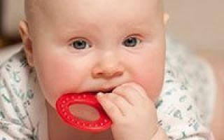 Признаки появления зубов у грудничков