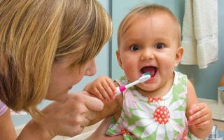 Во сколько появляются зубы у детей