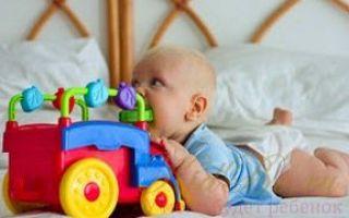 Во сколько лезут зубы у новорожденных