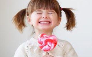 У ребенка чернеют молочные зубы