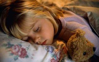 Почему ребенок скрипит ночью во сне зубами
