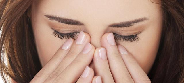 Уход за глазами при ношении контактных линз