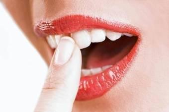 Укрепление десен и шатающихся зубов народными средствами