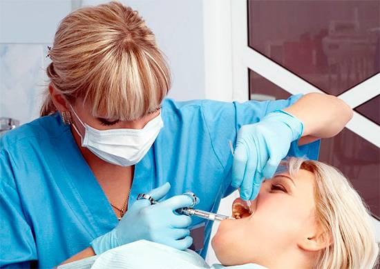 Сегодня при лечении зубов часто применяется анестезия, что делает всю процедуру практически полностью безболезненной.