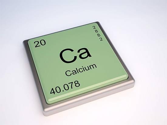 Химический элемент кальций играет важнейшую роль в формировании костей и зубов человека.