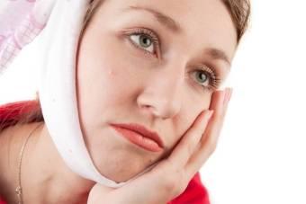 Как снять опухоль при флюсе с десны и щеки