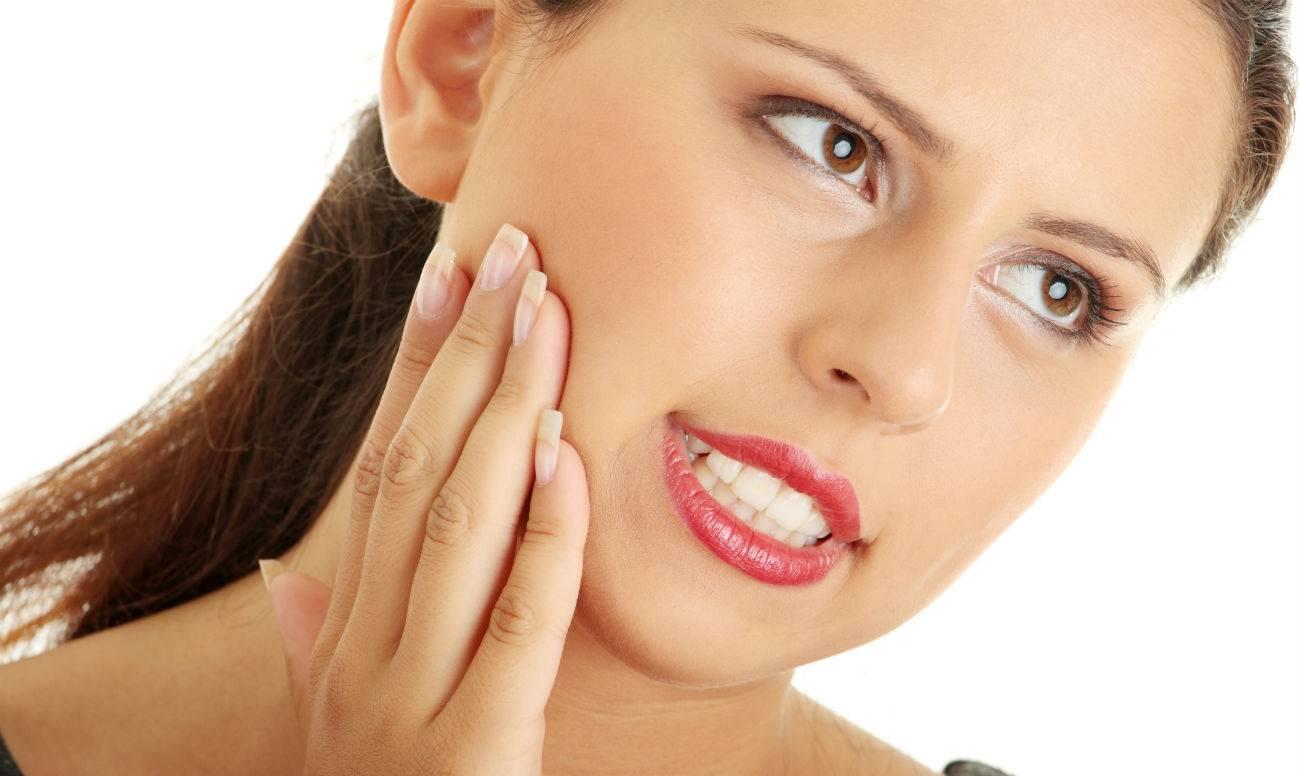 Болит десна послу удаления зуба: что делать в домашних условиях?