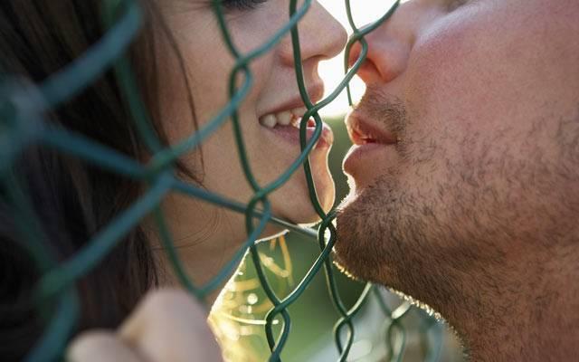 Передается ли стоматит через поцелуй - как правило нет