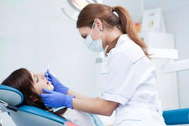 Если соблюдать рекомендации врача, можно избежать развития осложнений при заживлении лунки удаленного зуба