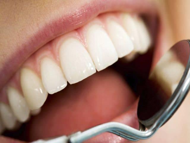 Как нужно лечить зубную эмаль