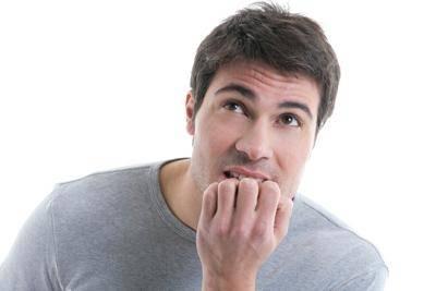 Привычка грызть ногти часто приводит к стоматиту