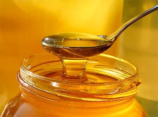 Еще одно распространенное в народе заблуждение - применение меда для защиты и укрепления зубов.