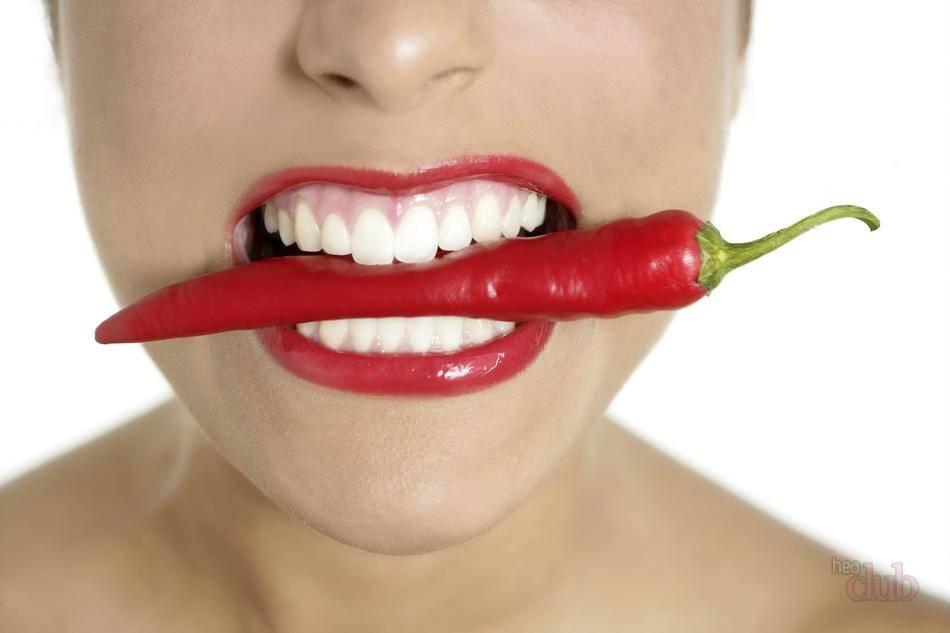 Сухость и горечь во рту, сопровождающаяся налетом на языке могут проявляться при ряде заболеваний