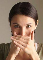 язык обложен коричневым налетом