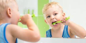 Синяя шишка на десне у ребенка — Зубы