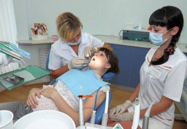 Можно ли пломбировать зубы беременнным