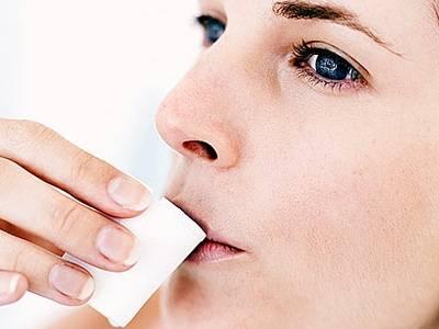 Хлоргексидин окрашивает зубы