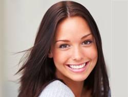 Сияющая улыбка - результат профессионального отбеливания зубов (фото)