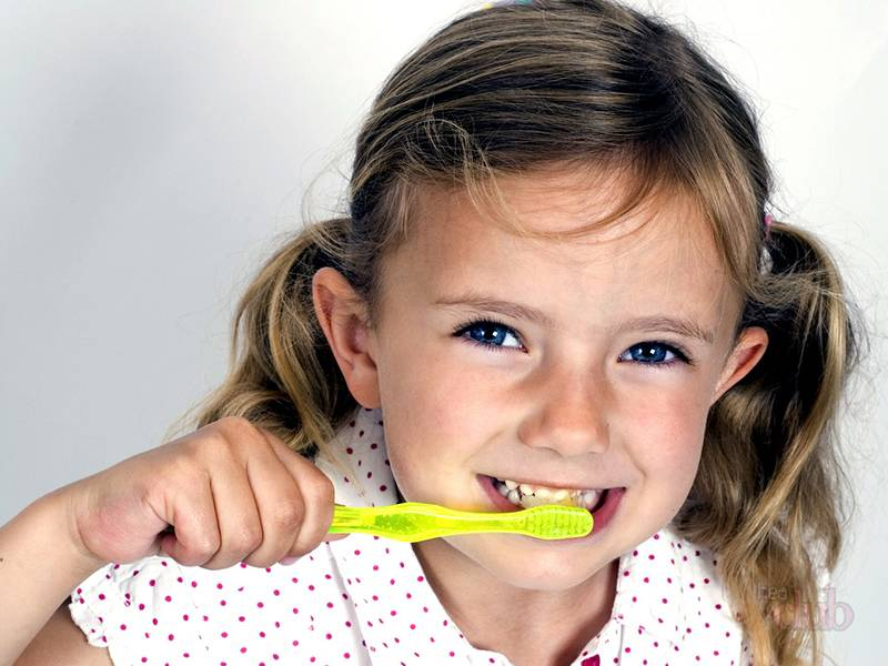 Чистка зубов перед снов важна для здоровья зубов