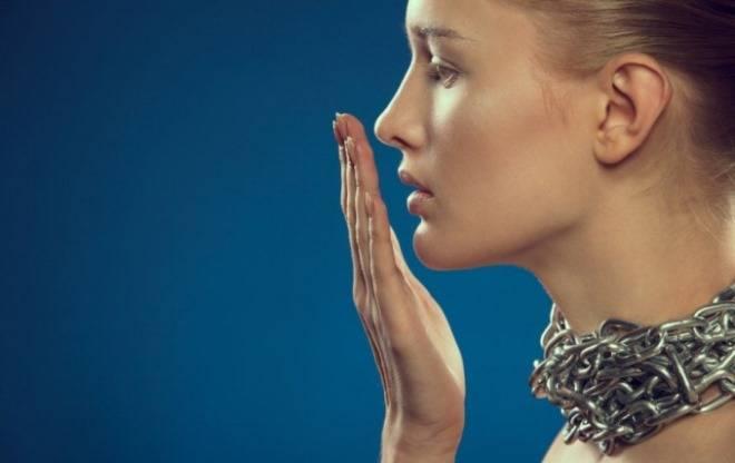 Хронический плохой запах изо рта, причины возникновения и способы устранения