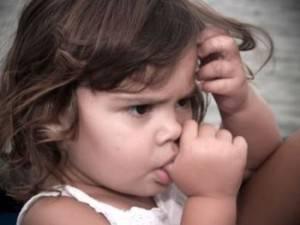 Сосание пальцев - причина аномалии прикуса