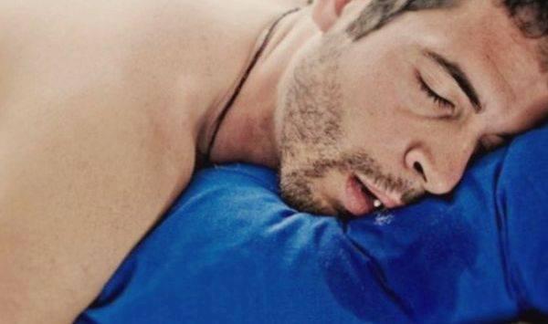 обильная слюна идет изо рта во время сная