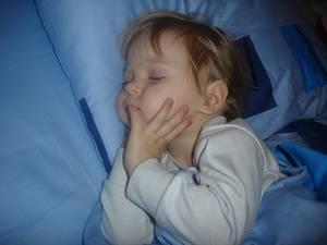 Почему ночью ребенок скрипит зубами