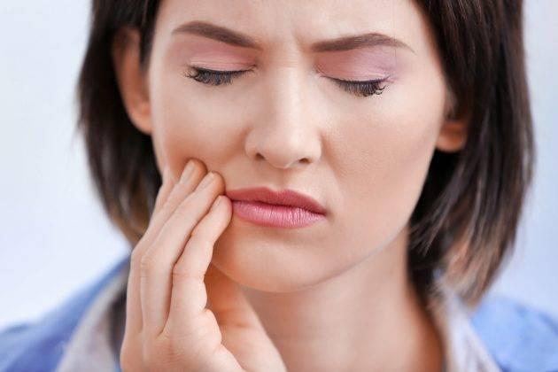 Удаление кисты зуба проводится, когда терапевтические методы лечения уже не помогут