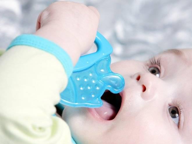Как первые зубы лезут
