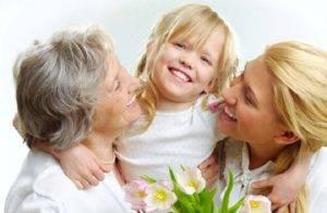 Бабушка, мама и дочь
