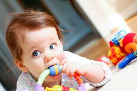 Фото: чешутся зубы у ребенка