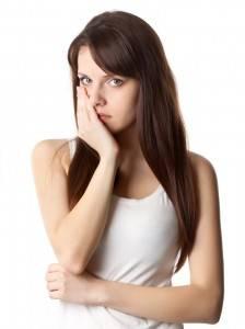 Что делать, если после удаления зуба болит десна?